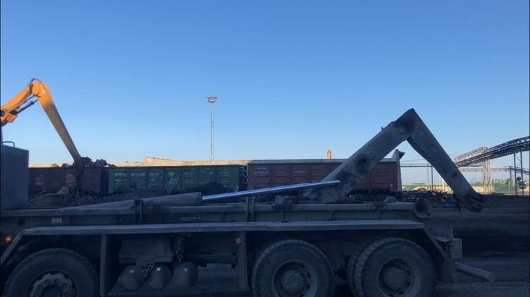 Тело рабочего извлекли спасатели. Фото СУ СКР по Саратовской области