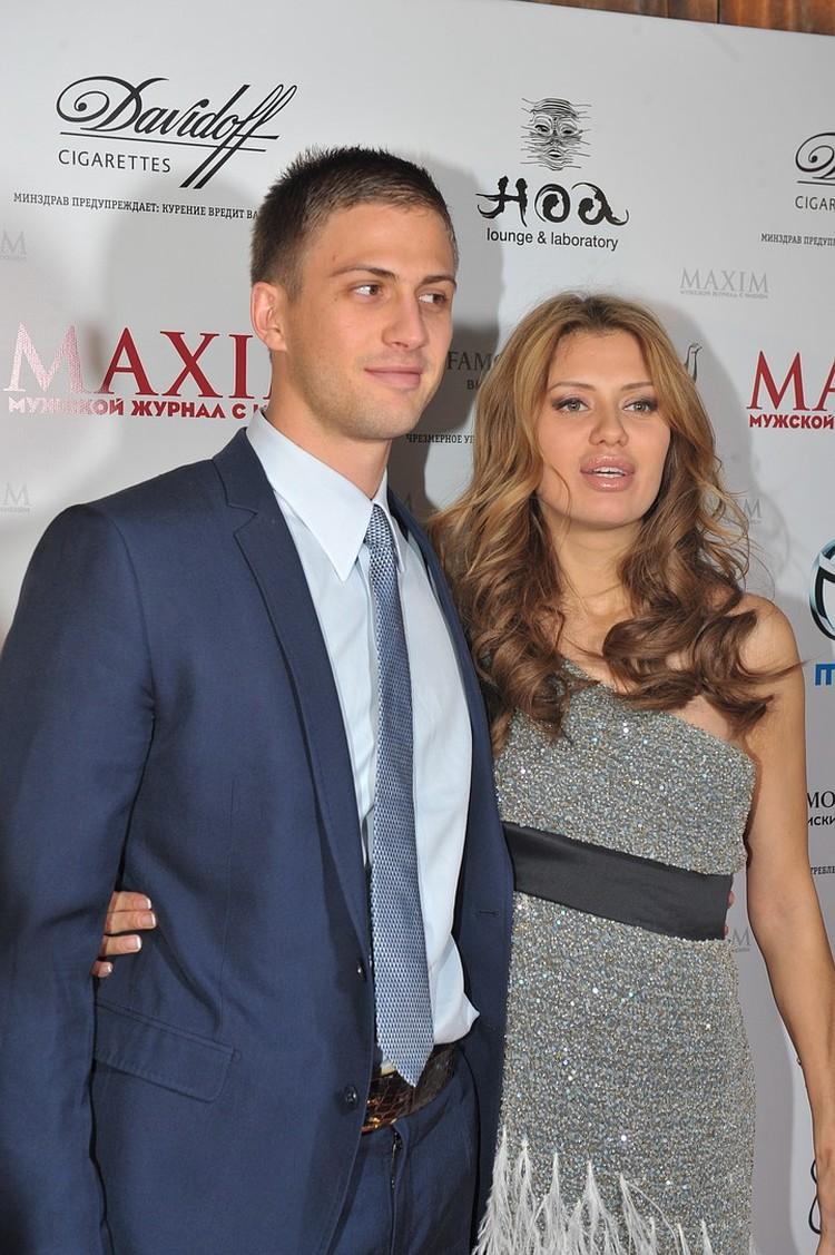 От наследника ирландского миллиардера Алекса Смерфита Боня родила дочь Анджелину.