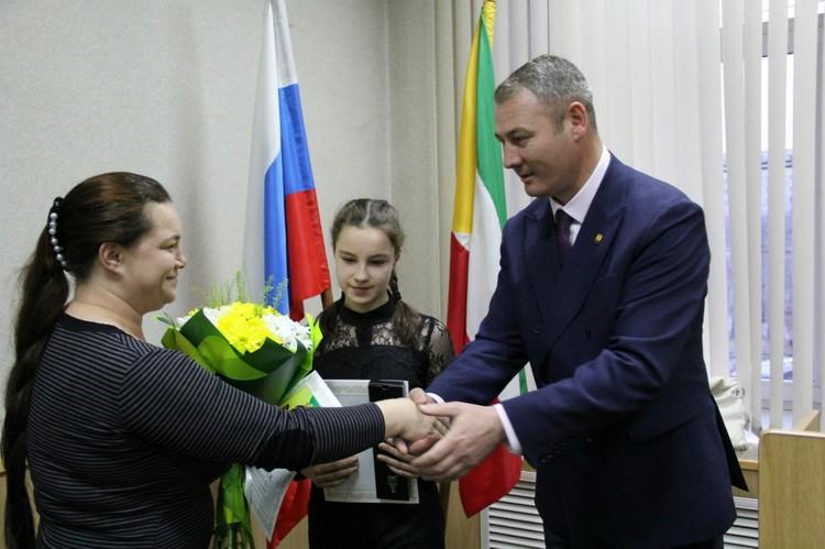 Награждение в администрации Читы. Фото: Оксана Сидоренко, пресс-служба мэрии Читы.