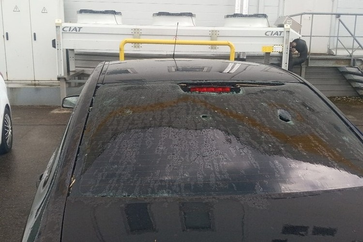 На Софийской град повредил автомобиль.