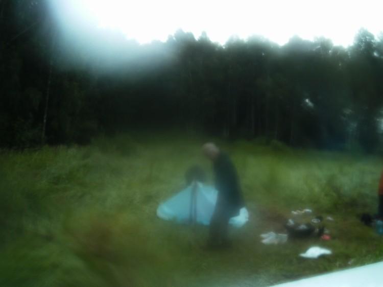 Игорь Бурцев считает, что в 2016 году у деревни Копылово камера случайно сняла йети, сидящего у его палатки.