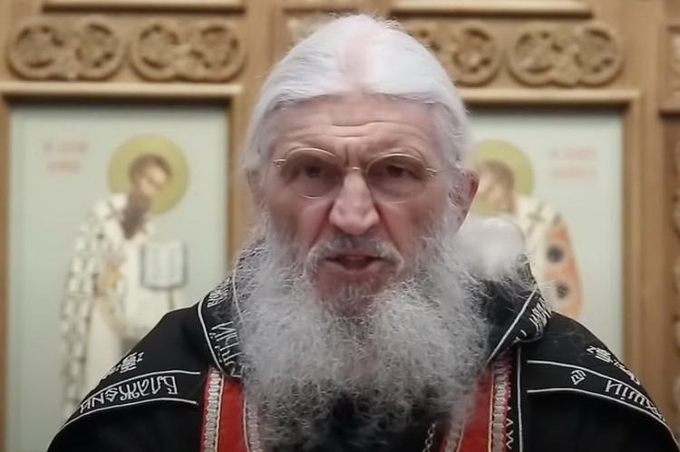 Чтобы высказать свою позицию отец Сергий записывает видеообращения. Фото: скрин с видео