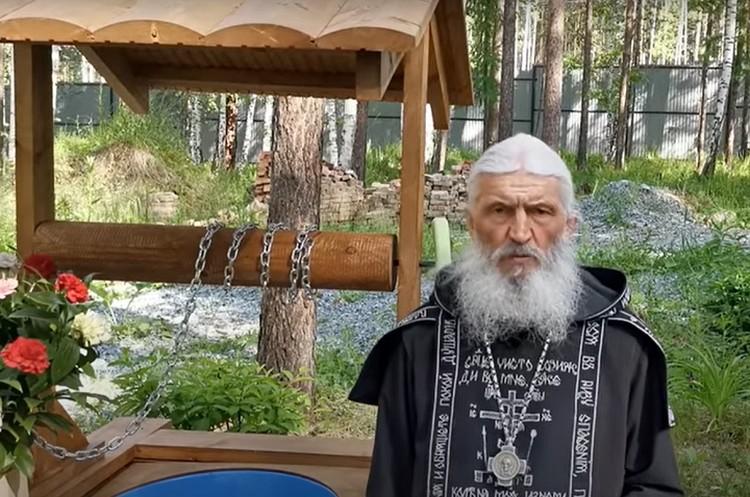 Опальный отец Сергий заявил, что никто не сможет выгнать его из обители. Фото: сриншот канала Всеволода Могучева на Youtube