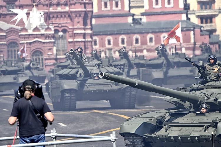 Грозная бронетехника на Красной площади.