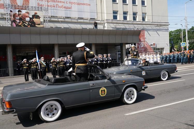 Принимал парад Победы командующий дважды Краснознаменным Балтийским флотом, адмирал Александр Носатов.