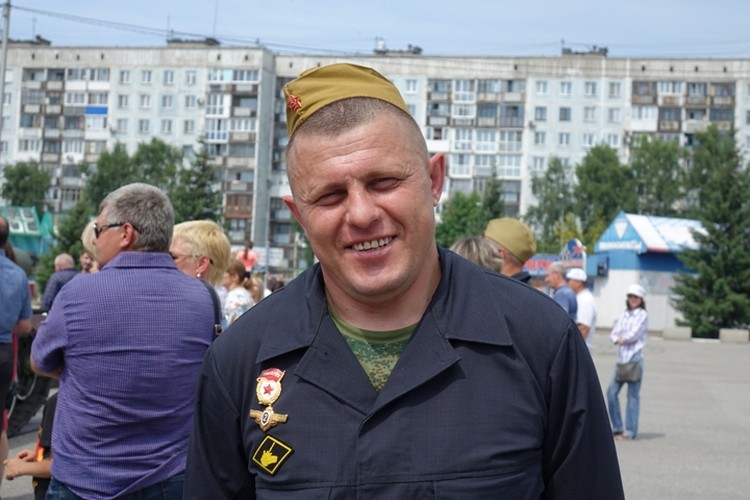 Сергей Угнивенко, наш гид по танку.
