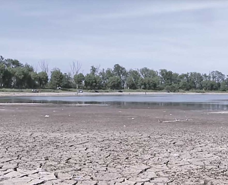 До. Озеро на окраине Карабулака почти высохло...