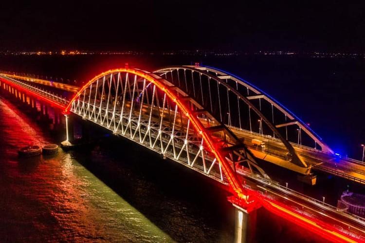 Проехать на поезде по Крымскому мосту смогут пассажиры поездов 4 новых маршрутов. Фото: Крымский мост