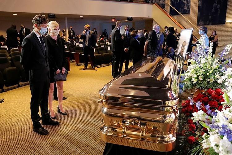 Мэр Миннеаполиса Джейкоб Фрей на церемонии прощания с Джорджем Флойдом