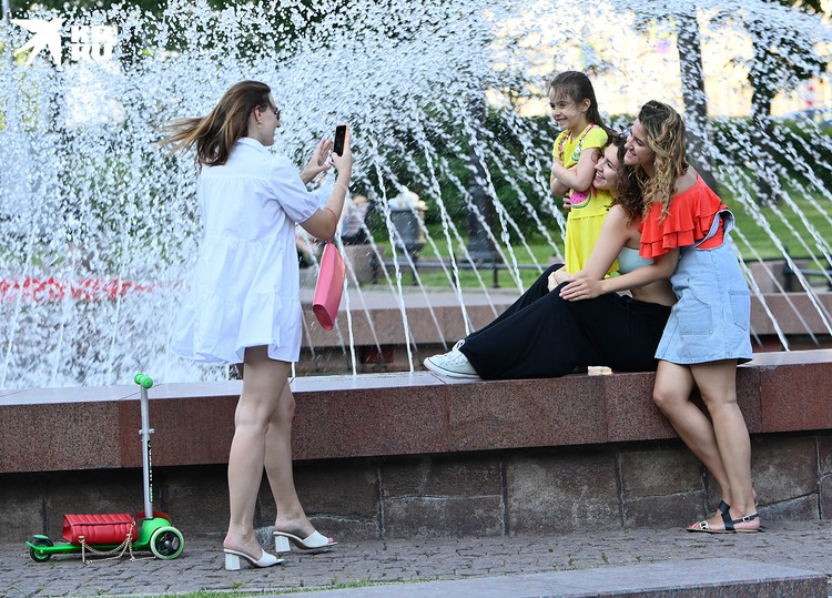 Многие москвичи устремились сюда целыми семьями, с детьми