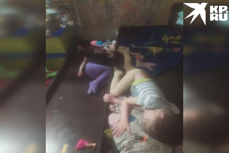 В таких условиях дети спят. Фото: предоставлено Надеждой, героиней публикации.