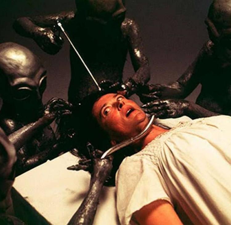 Инопланетяне были любезны с Бетти, но анализы у нее все-таки взяли.