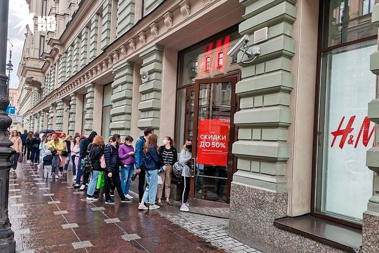 H&M тоже сегодня не страдал от недостатка покупателей.