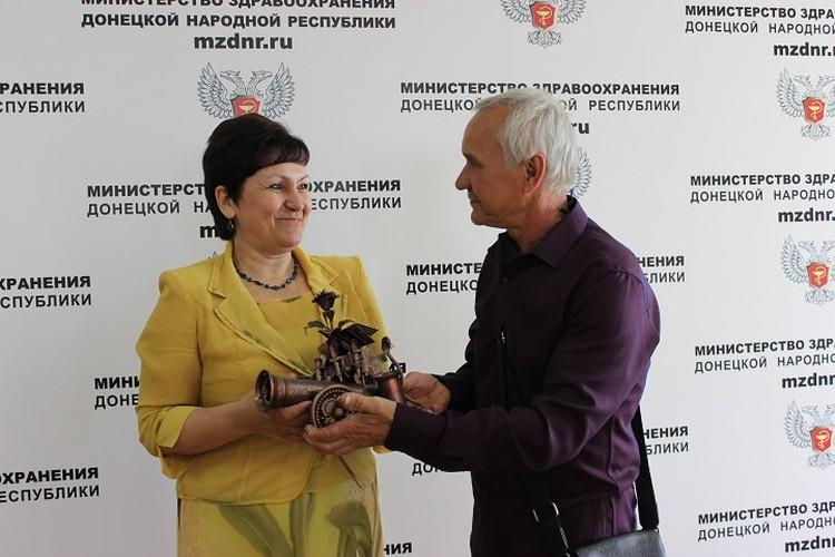 Вот такую Царь-пушку выковал кузнец для Ольги Долгошапко, а донецкая «Комсомолка» сделала благодарности