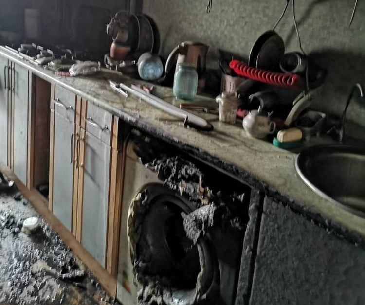 Труп мужчины нашли в квартире после пожара