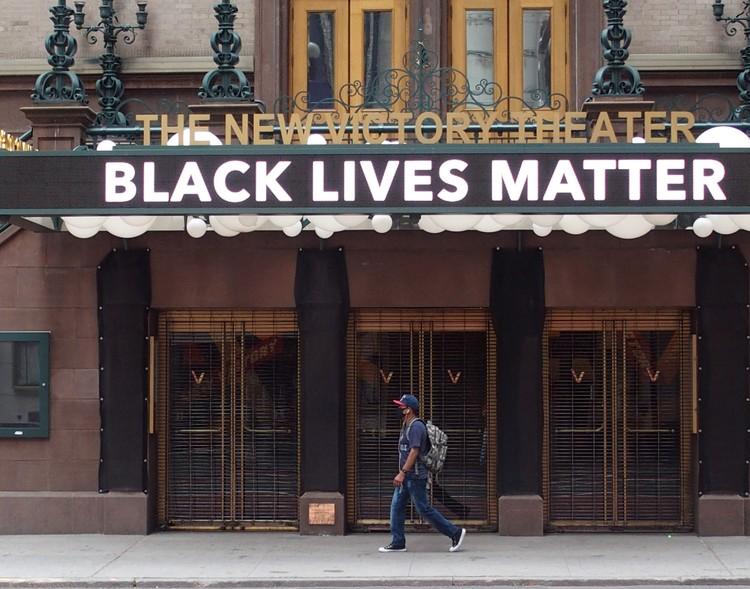 К движению BLM присоединяются нью-йоркские театры.