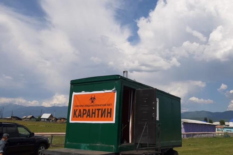 Пропускной пункт на въезде в улус. Фото: страница в Фейсбуке Доры Хамагановой.
