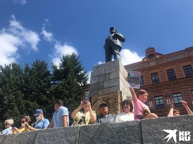Традиционно «агорой» в Хабаровске становится площадь им. Ленина, именно туда с утра потянулись люди
