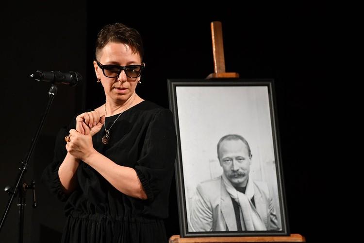 Ирина Хонда вытащила легенду кино из запоев, поддержала Виктора Алексеевича в борьбе с онкологией – и он победил болезнь, сделала последние 12 лет жизни артиста счастливыми и насыщенными событиями.