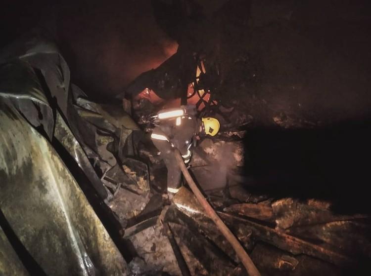 Сейчас на месте склада остались только сгоревшие руины. Фото: ПСО