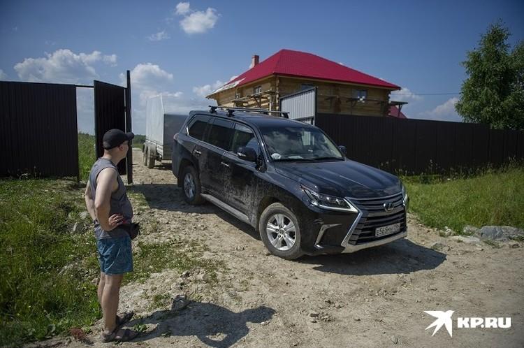 Семья Соколовых купила участок в Новоселова, где строит дом
