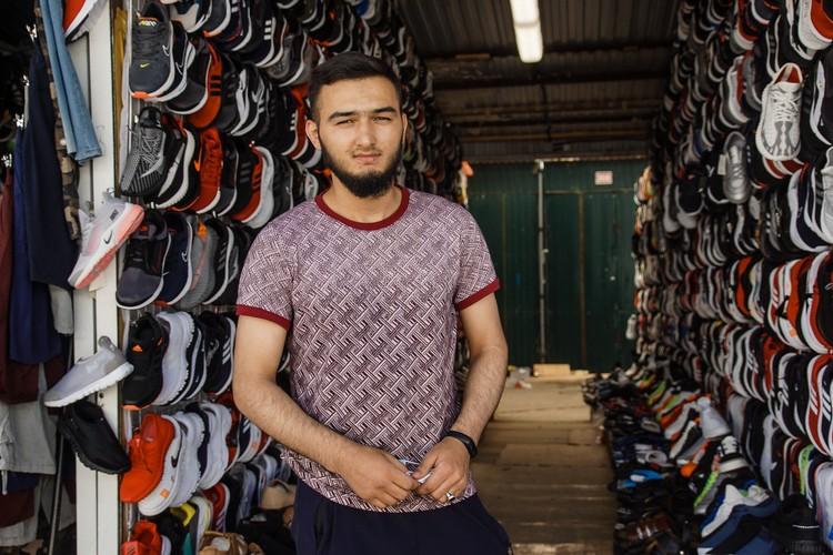 Али, продавец на Кировском рынке