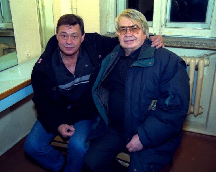 Спустя много лет с Николаем Караченцовым, который исполнил роль младшего брата Ходаса в «Белых росах». Фото: Сергей Шапран