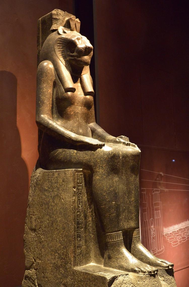 Статуя Сехмет – львиноголовой богини воздаяния, покровительницы чумы и, одновременно, медицины. 14 в. до н.э. Турин, Египетский музей. Фото: Виктор Солкин