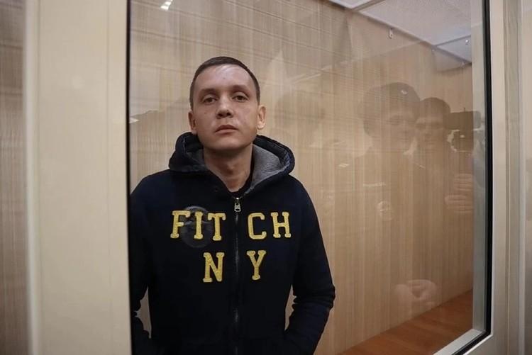 С владельца отеля Сергея Щербакова обвинения никто не снимает. Он не должен был заниматься гостиничной деятельностью в этом помещении до устранения нарушений.