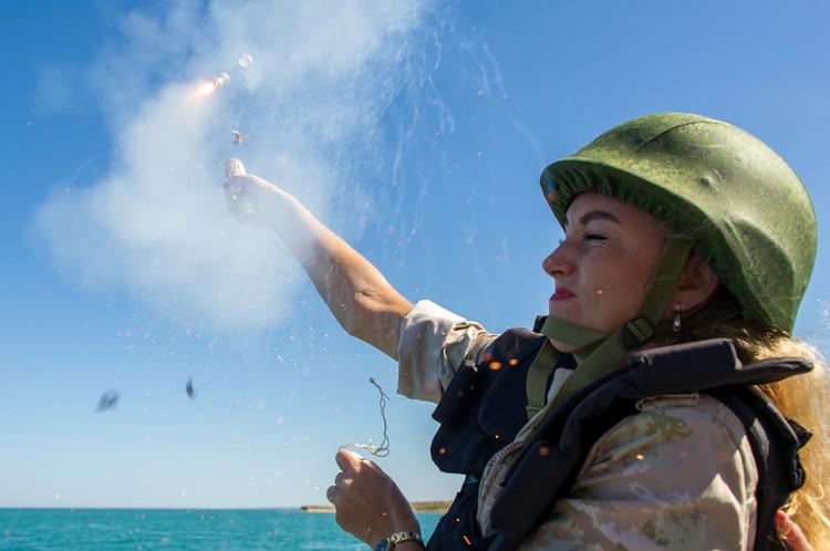 Запуск сигнальной ракеты это не фейерверками в Новый год стрелять.