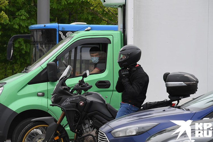 Чиновники решили, пусть мотоциклисты тоже постоят в пробках, как и все остальные.