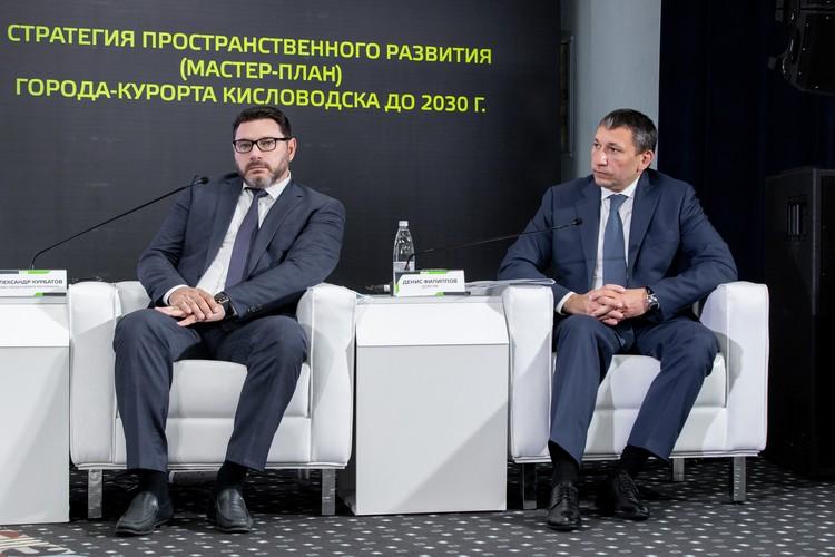 Денис Филиппов, заместитель генерального директора ДОМ.РФ, генеральный директор Фонда ДОМ.РФ (справа)