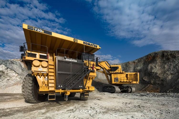 На экологический вид газомоторного топлива будут переведены двенадцать 186-тонных карьерных самосвалов Komatsu. Фото РМК.