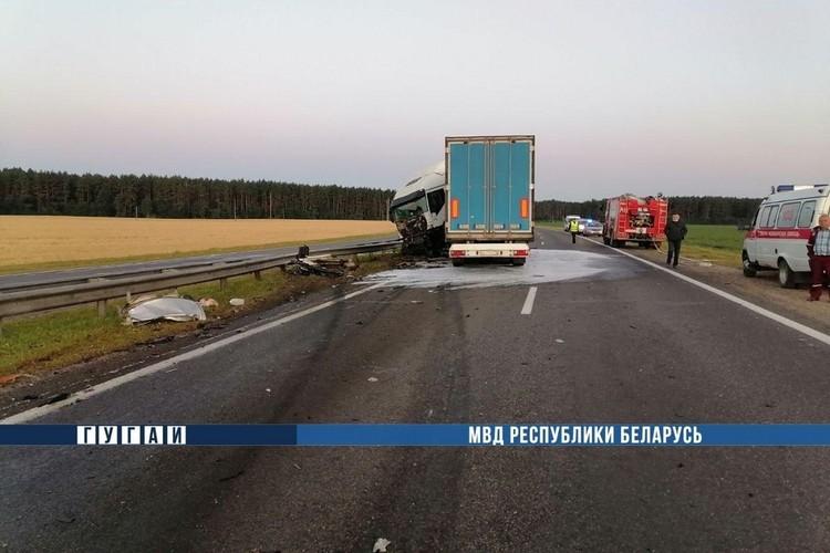 В смертельной аварии на М6 погибли три человека. Фото: МВД.