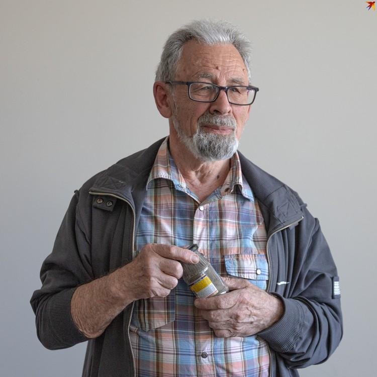 Владмир Еленский привез на место гибели отца землю с места его рождения в Беларуси.