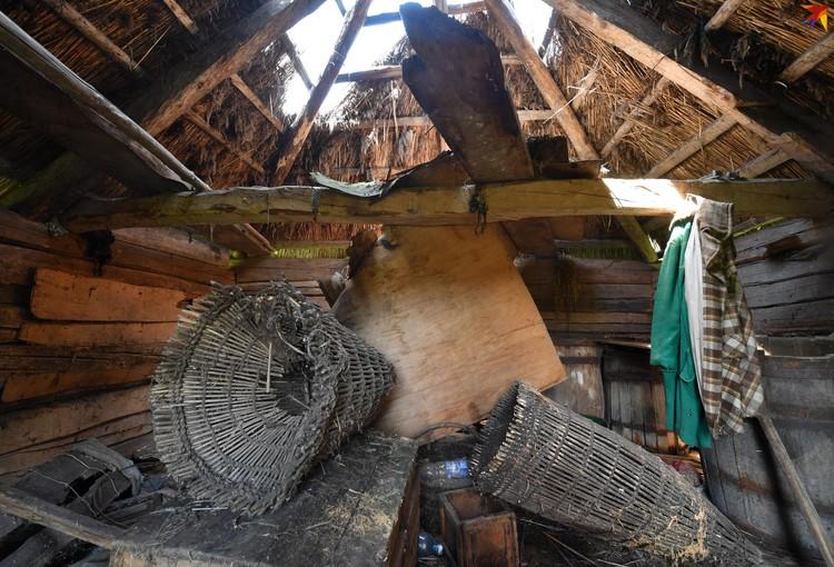 Из старых домов все самое ценное давно вытащили, но какие-то элементы быта из прошлого века еще можно найти.