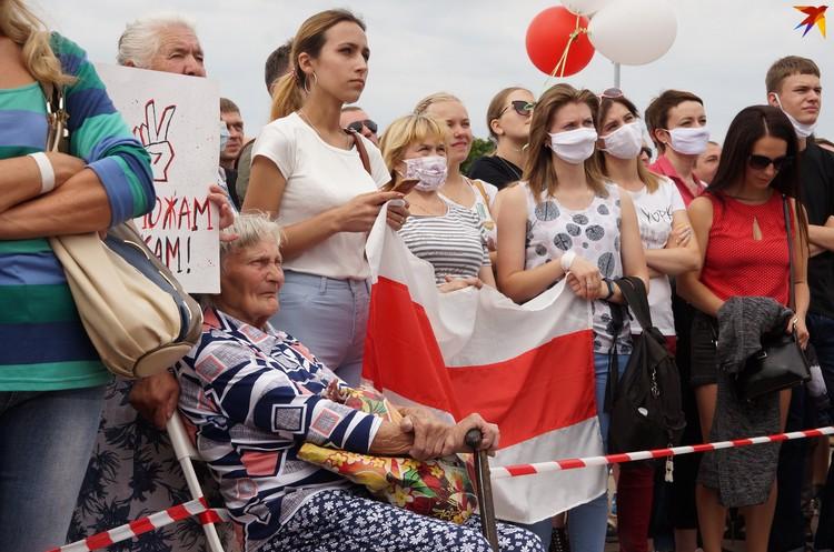 Пенсионеры тоже пришли поддержать Тихановскую