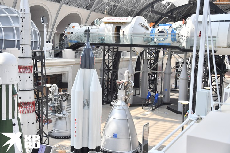 Осмотреть весь центр «Космонавтика и авиация» можно за 500 рублей.
