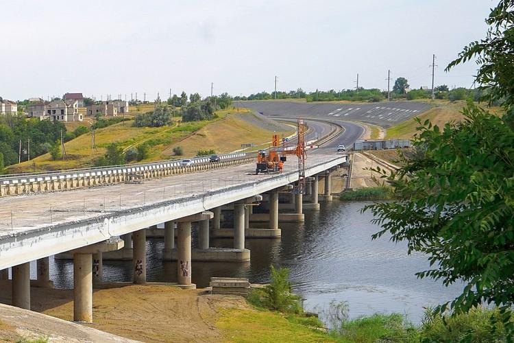 В этом году сделают левую сторону мотса, в следующем переключатся на правую. Фото пресс-службы администрации Волгоградской области и Упрдор Москва-Волгоград.
