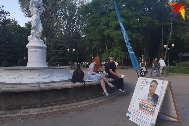 На пикете в поддержку кандидата в президенты Дмитриева, который проходил по-соседству, было совсем уж малочисленно.