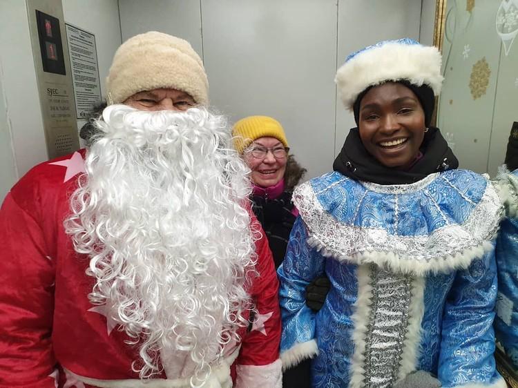 На Новый год Рут была Снегурочкой, а ее свекор исполнил роль Деда Мороза Фото: личный архив