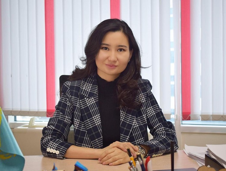 Лаура ДЕМЕСИНОВА.