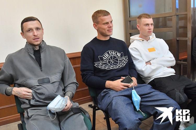 Павел Мамаев, Александр Кокорин и его брат Кирилл Кокорин перед рассмотрением в апелляционном порядке приговора по делу о хулиганстве и драках.