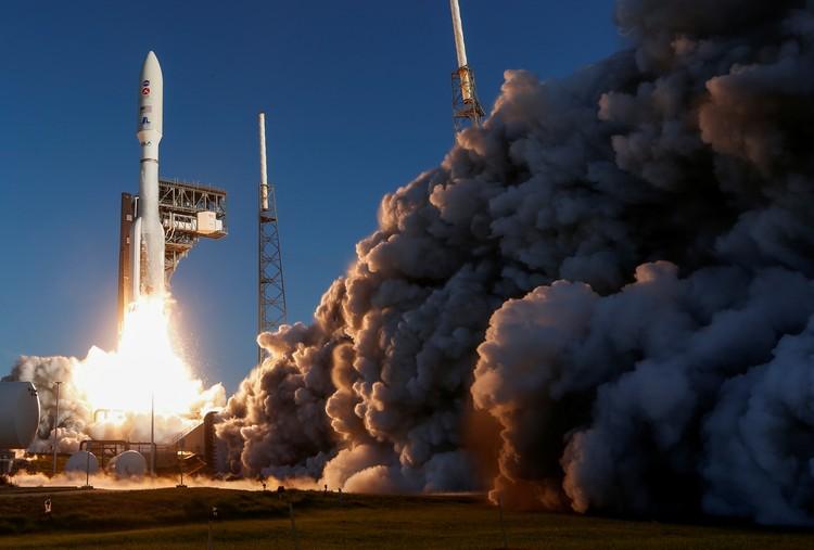 """Американская миссия """"Марс-2020"""" с самым большим в истории марсоходом Perseverance (Настойчивость) на борту."""