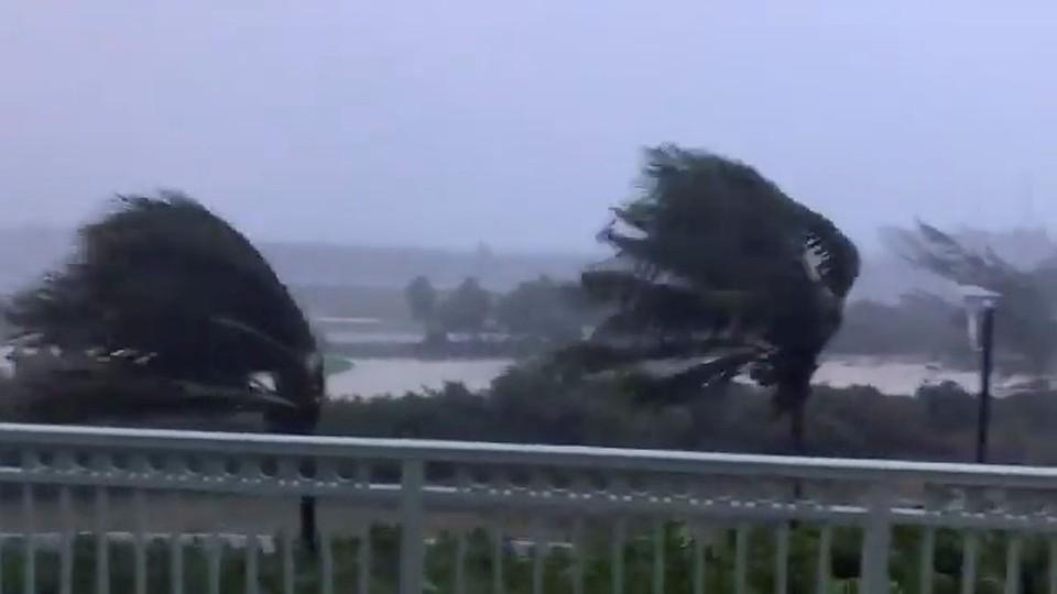 «Исайяс» уже спровоцировал затопления, ненастную погоду и ураганный ветер в Пуэрто-Рико и Доминиканской республике. Фото: REUTERS