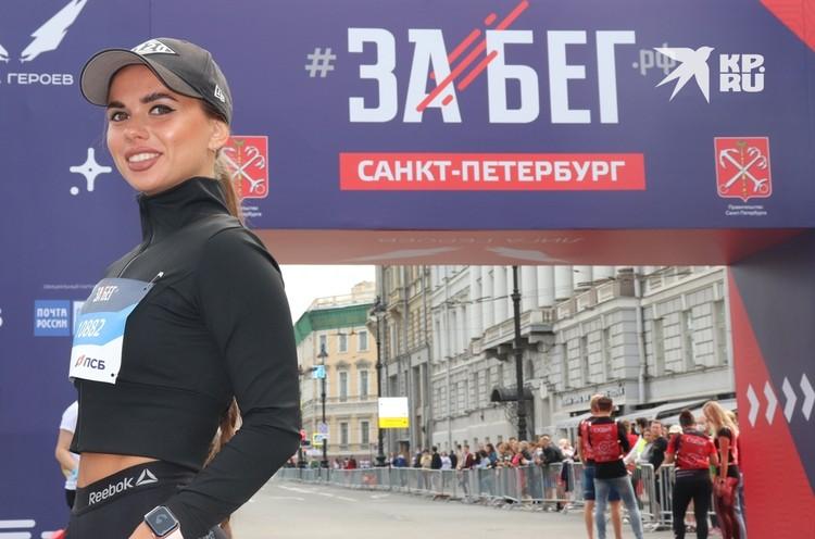 Преподаватель начальных классов Анна Авдеева из Лодейного Поля стала украшением полумарафона