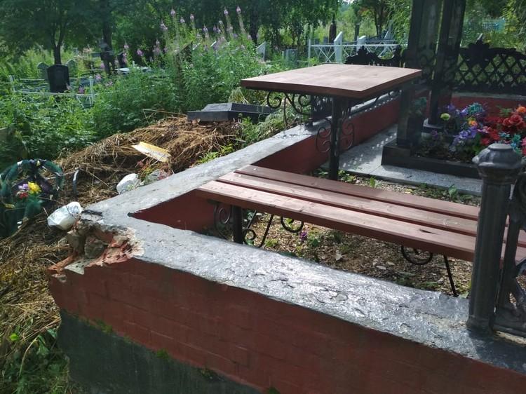 На могиле у Людмилы Ивановой похоронены сын и муж. Фото предоставлено Людмилой Ивановой