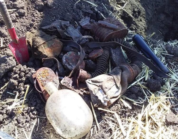 Нередко возле останков находились портупеи с фляжками и кобурой. Фото: vk.com/mius_front