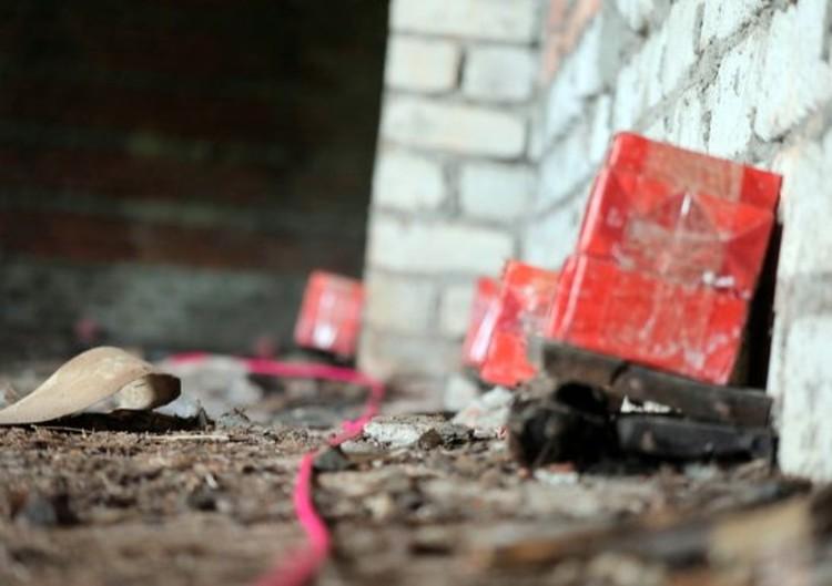 Подрывники делают расчет количества взрывчатых веществ и закладывают их определенных местах. Фото: пресс-служба Восточного военного округа