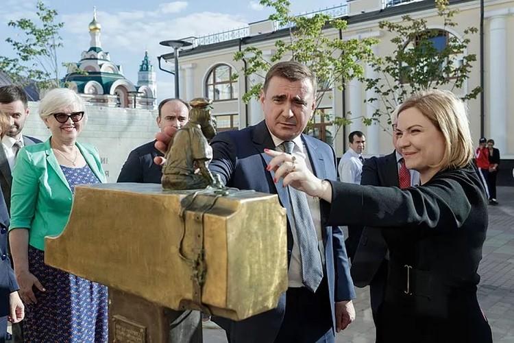 Алексей Дюмин и Ольга Любимова во время осмотра Тульского кремля. Фото предоставлены пресс-службой правительства Тульской области.